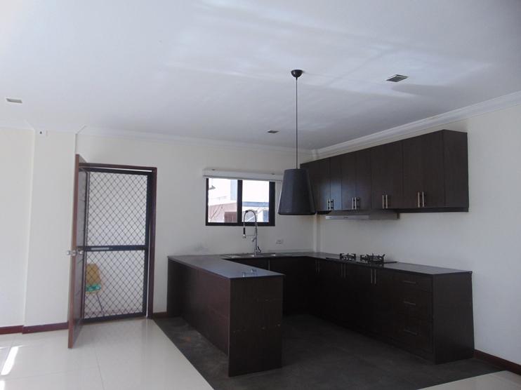 5-bedroom-un-furnished-house-in-banilad-cebu-city