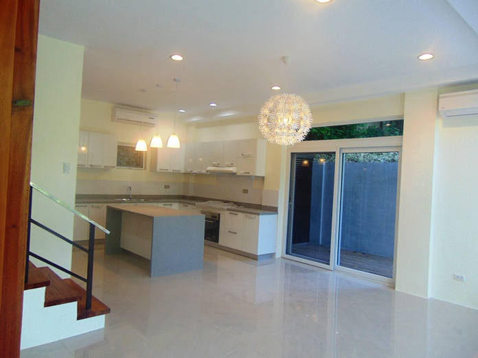 5-bedroom-house-for-rent-and-un-furnished-in-banilad-cebu-city